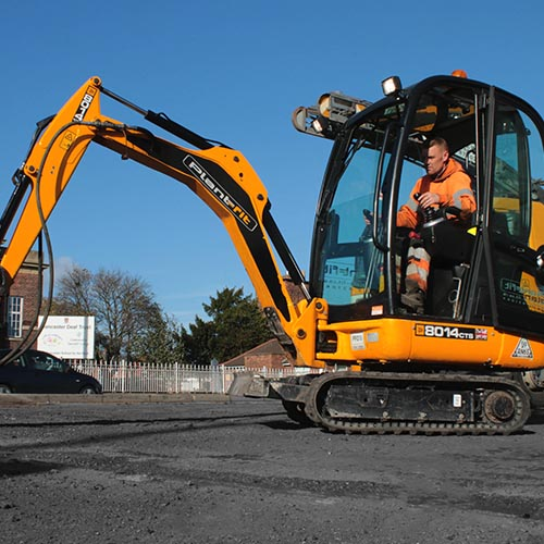 Mini Excavators for hire from 1 tonne to 5.5 tonnes